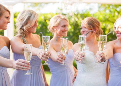 Bride-Bridesmaids-Champagne
